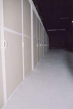 Mudanzas Hércules - puertas de almacén de madera